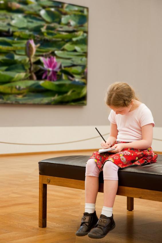 Kind im Museum