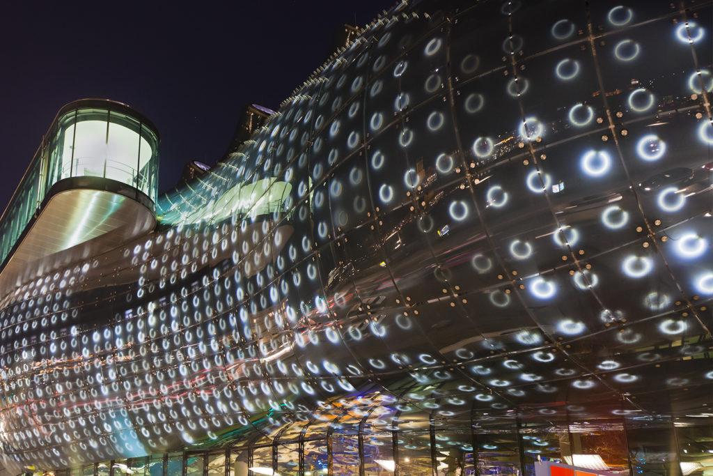 Kunsthaus Graz bei Nacht Ausenansicht
